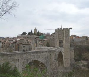 Gratuitous picture of Besalú as it now stands behind its fourteenth-century bridge