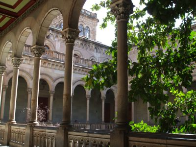 Western courtyard of the Universitat de Barcelona old building, from the first floor gallery