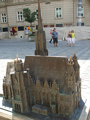 Model of the Stephansdom in the court before it