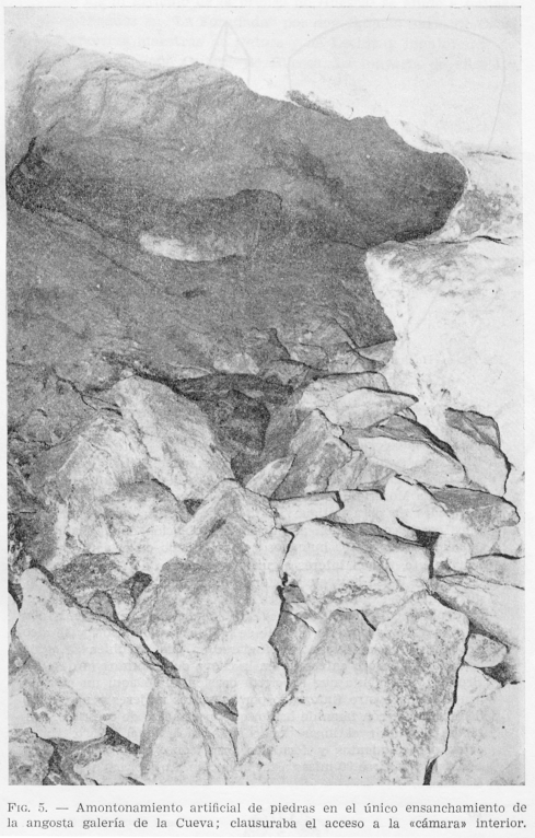 Stones piled in the Cueva de Foradad to block off the inner chamber (lines at top right show-through from sketch on next page)
