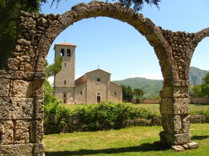 The modern church of San Vincenzo al Volturno seen through the ruins of the Carolingian abbey, from Wikimedia Commons