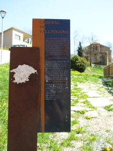 Tourist signpost noting the Camí Ral in front of Sant Julià de Vallfogona