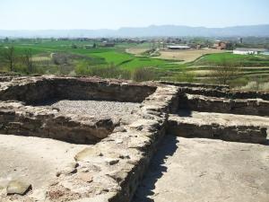 Remains of the town granary at l'Esquerda, Roda de Ter