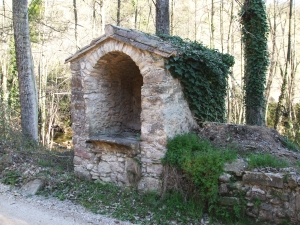 A niche on the roadside of la Vinya de Vallfogona