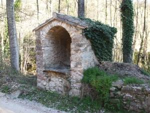 A niche at the roadside in la Vinya de Vallfogona