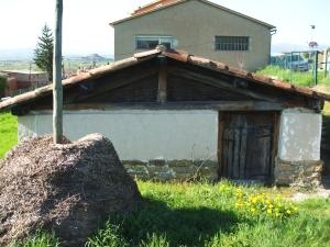 Reconstruction of a medieval granary at l'Esquerda, Roda de Ter