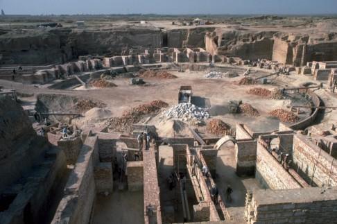 The Birka da'Iriyya, a sunken basin in the palace complex of Caliph al-Mu'tasim, Samarra, Iraq, in use 836-c.895