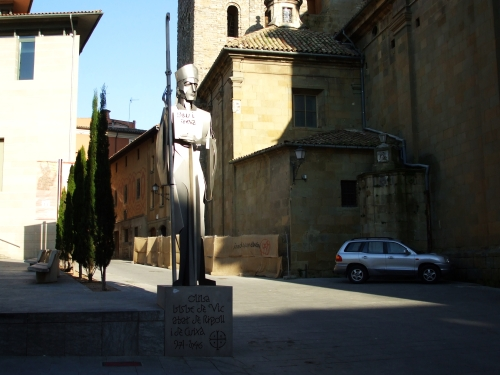 Statue of Bishop Oliba and separatist graffito in the Plaça de la Catedral, Vic
