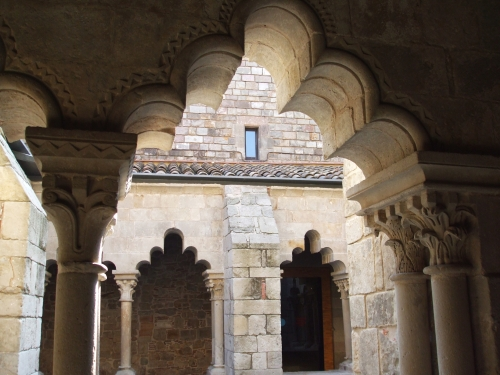 Lobed arcades in the cloister of Sant Pau del Camp