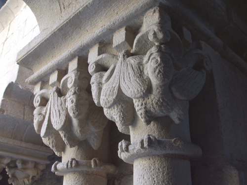 Capitals showing harpies – or angels? – in the cloister of Sant Paul del Camp