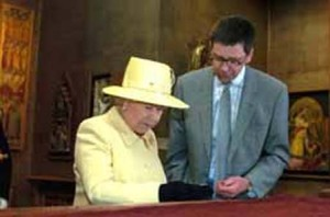 Mark Blackburn showing Queen Elizabeth II around the coins displays in the Fitzwilliam Museum, Cambridge