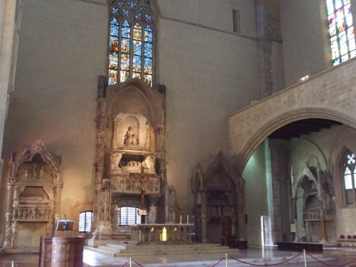 The altar and the east end of Santa Chiara, Naples