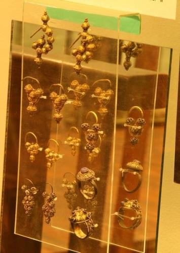 Gold rings and jewellery found at Mikulčice, now on display in its museum