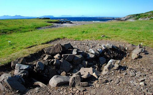 The reconstructed ship setting of the Ardnamurchan boat burial, published to Wikimedia Commons under a Creative Commons license by Jon Haylett of A Kilchoan Diary