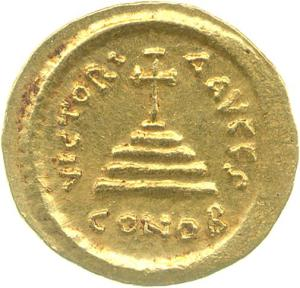 Reverse of a gold solidus of Emperor Tiberius II (574-582) showing the new type of a cross on steps, from the Constantinople mint, Fitzwilliam Museum CM.ME.370-R