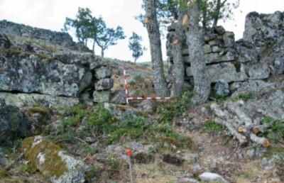 The surviving ramparts of Castillo de los Monjes