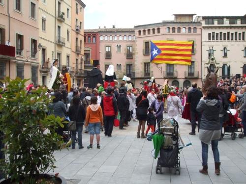 Gegants setting up to dance in the Plaça de la Catedral, Vic