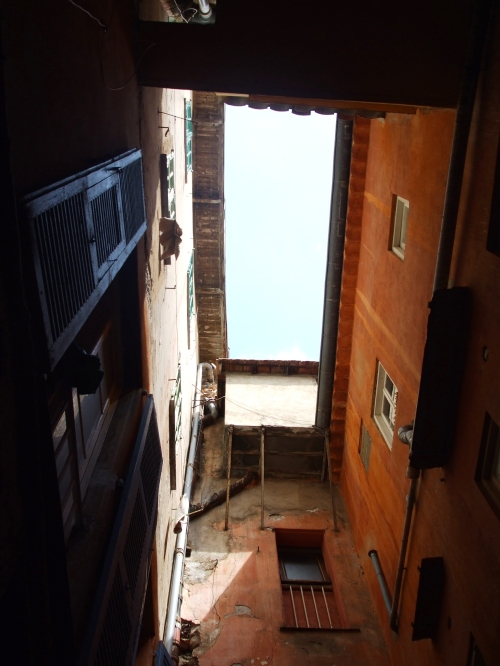 Lightwell from the Rue Poilu onto the Rue Obscure, Villefranche-sur-Mer