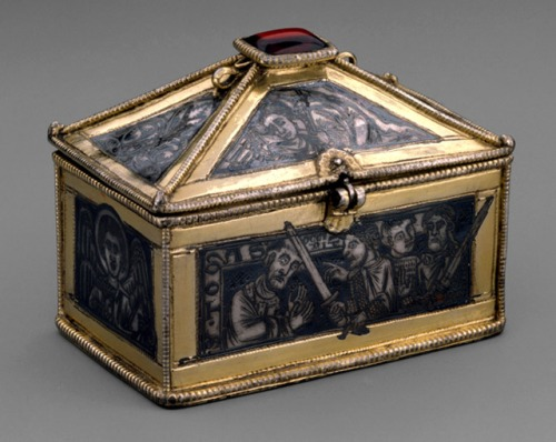 Reliquary showing the martyrdom of Thomas Becket, now in the Metropolitan Museum of Art