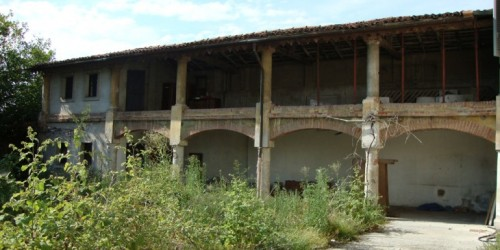 A decaying villa in Porzano, near Brescia