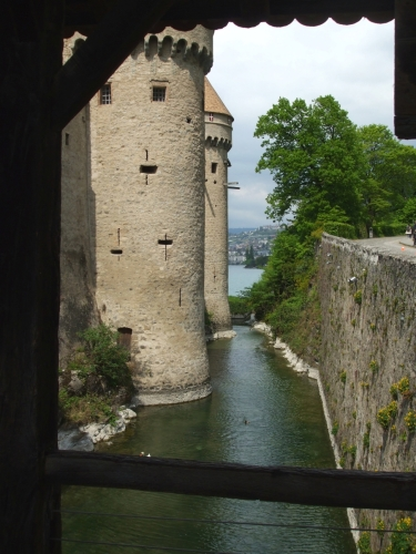 Channel separating the Château de Chillon from the lakeshore