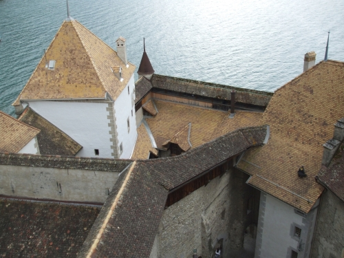 View from the top over the junction between the courtyards of the Château de Chillon