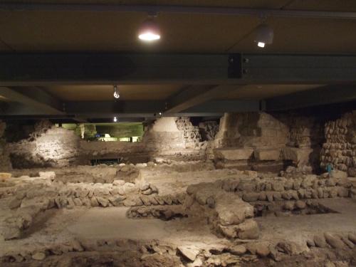 Open-plan display of the archæological site beneath Saint-Pierre de Genève