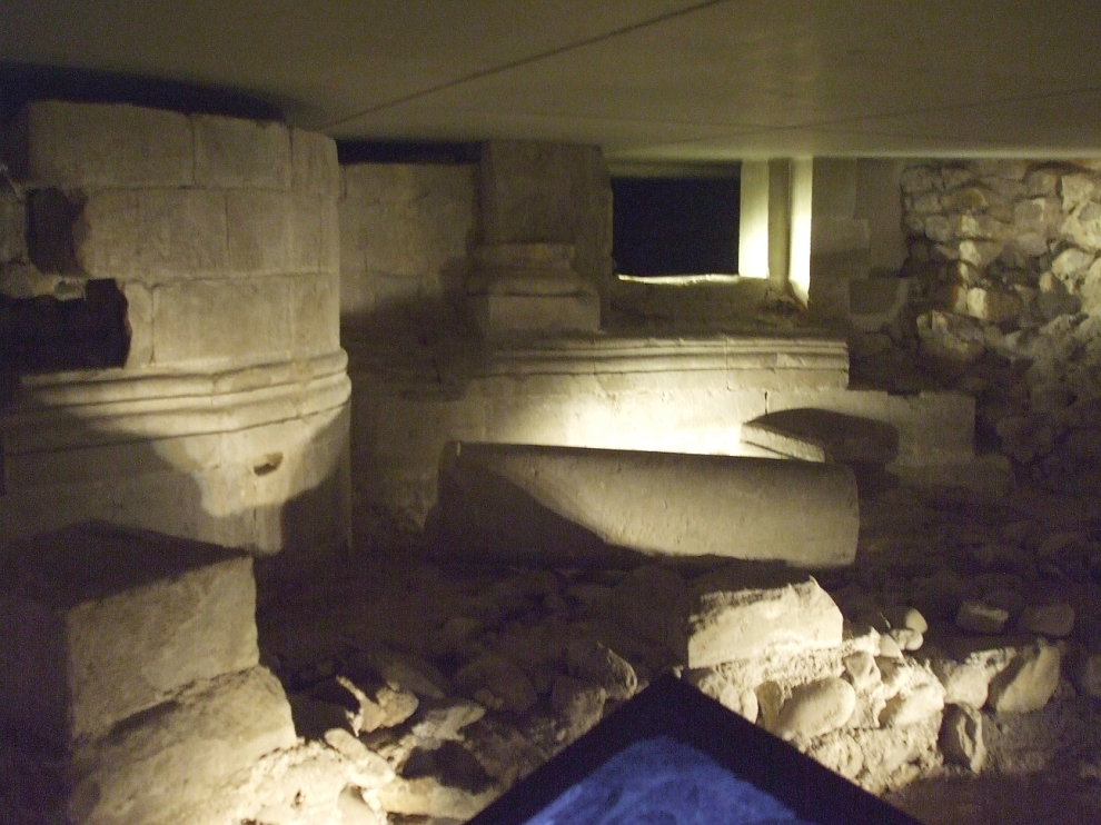 Fallen columns in the double ambulatory in the Romanesque crypt beneath Saint-Pierre de Genève