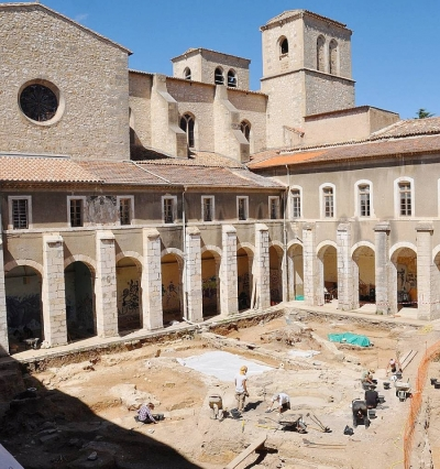 Excavations in the cloister of Saint-Sauveur d'Aniane
