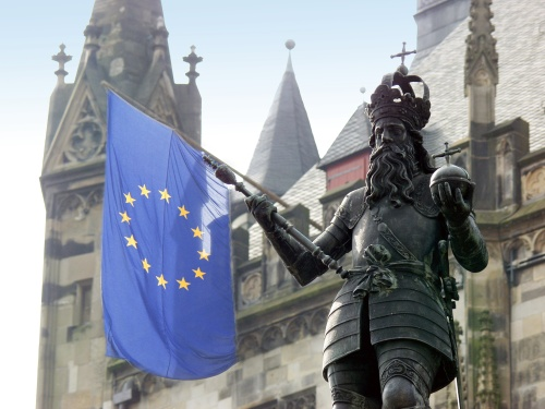 A perfectly-arranged photograph by Andreas Herrmann of the statue of Charlemagne outside the Rathaus in Aachen