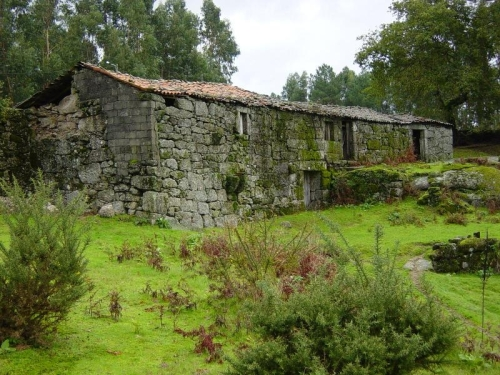 A ruined farm in Soutelo, Braga, currently for sale