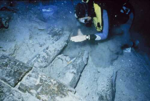 Nautical archæology under way at the Bozburun shipwreck site off the Turkish coast in 1996