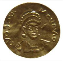 "Imitation of a Byzantine gold solidus, R. Darley ""Indo-Byzantine trade, 4th-7th centuries A.D.: a global history"", unpublished Ph. D. thesis (University of Birmingham 2009), cat. no. 60"