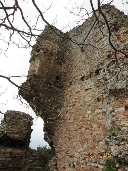 Inner face of the ruins of Bridgnorth Castle, showing bombardment damage