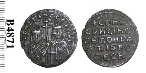 Bronze follis of Emperor Constantine VII with Empress Zoe, struck at Constantinople in 913-919, Barber Institute of Fine Arts B4871
