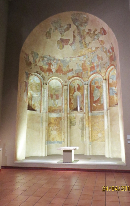 The altar stone of Sant Pere de Casserres, set up in front of a reconstruction of the apse of Sant Martí del Brull, with its original fresco artwork, in the Museu Episcopal de Vic