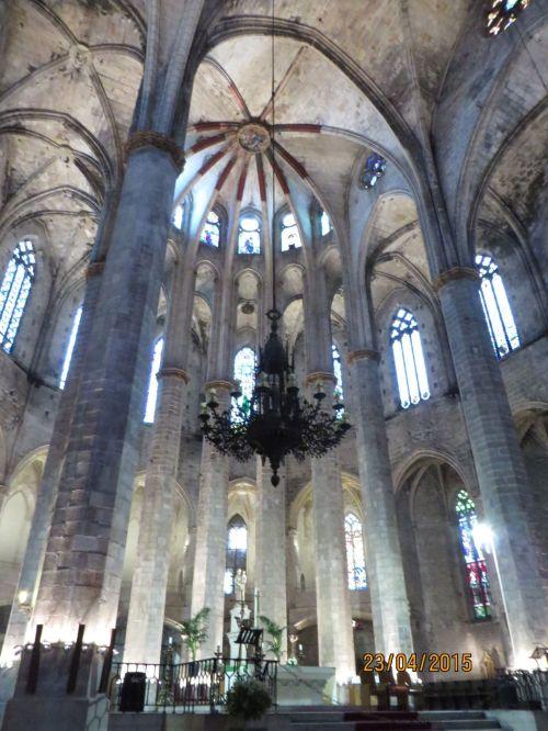 Dome and supporting columns of Santa Maria del Mar, Barcelona