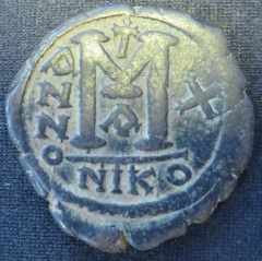 Reverse of a copper-alloy 40-nummi of Emperor Justin II struck at Nicomedia in 574-575, Brotherton Library, University of Leeds, Thackray Collection, CC-TH-BYZ-227