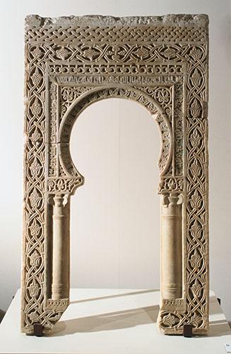 Alabaster arch with Arabic ornament and inscriptions, Tarragona, Museu Diocesà, Col·lecció àrabe, no. 1