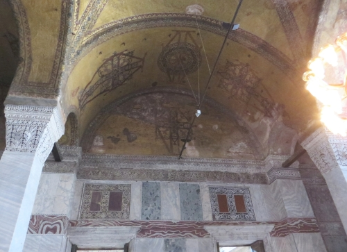 Visible removal and replacement of figural decoration in arcade vaulting of the Ayasofya Musezi, Istanbul