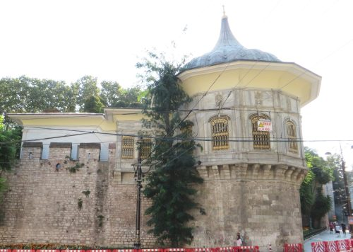 Early modern building to let in Istanbul
