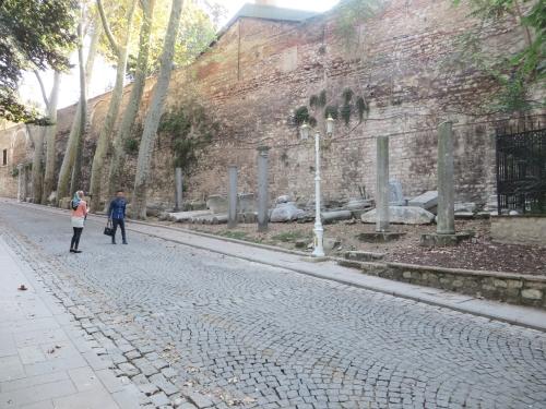 Sculptural remnants outside the İstanbul Arkeoloji Müzeleri