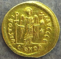 Reverse of a gold solidus of Justinian I struck at Constantinople in 538-565, Leeds, Brotherton Library, Winchester Collection, CC/WC/BYZ/001