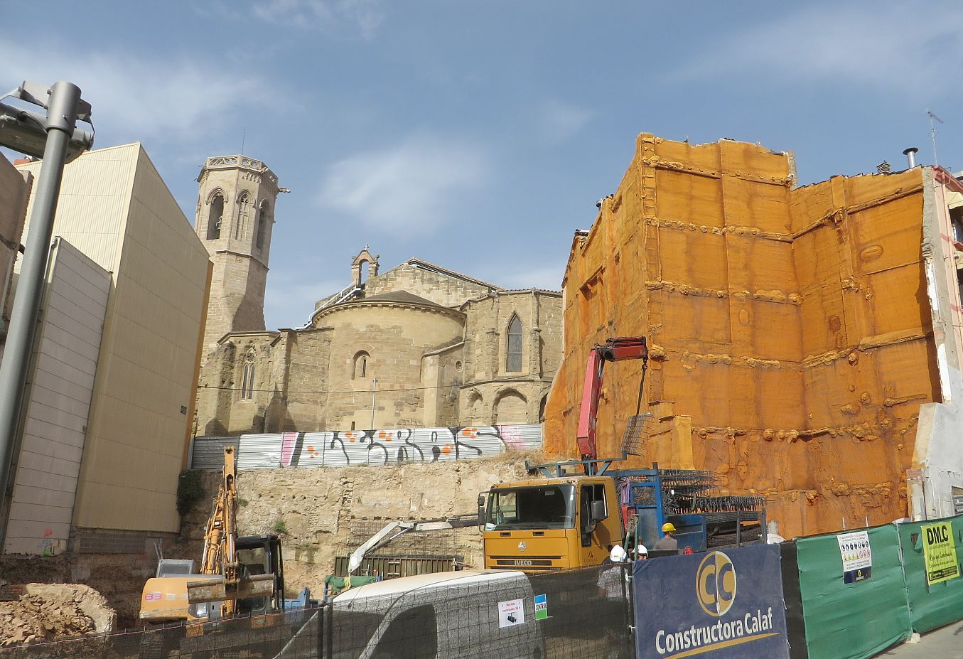New building work around the old(er) cathedral in Lleida