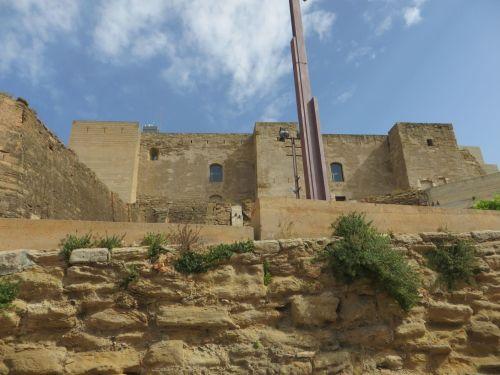 Platform and walls of the Castillo del Rey de Lleida