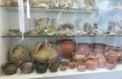 Dispaly of medieval ceramics in the Museo Nazionale Romano Crypta Balbi, Rome