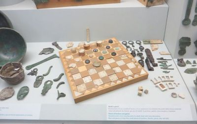 Display of game board and personal items in the Museo Nazionale Romano Crypta Balbi, Rome
